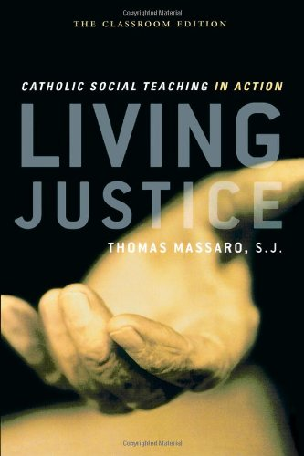 9780742559967: Living Justice: Catholic Social Teaching in Action
