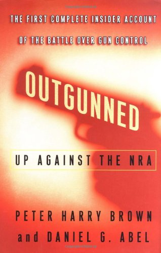 9780743215619: Outgunned: Up Against the NRA-- The First Complete Insider Account of the Battle Over Gun Control