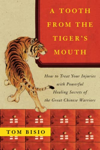 9780743245517: A Tooth from the Tiger's Mouth: How to Treat Your Injuries with Powerful Healing Secrets of the Great Chinese Warrior (Fireside Books (Fireside))
