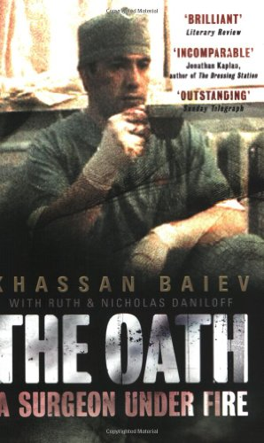 9780743430364: The Oath: A Surgeon Under Fire