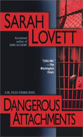 9780743463348: Dangerous Attachments: A Dr. Sylvia Strange Novel