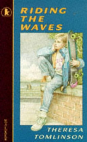 9780744523126: Riding The Waves (Older Childrens Fiction)