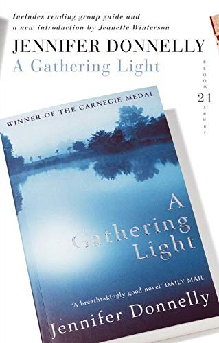 9780747589969: A Gathering Light: 21 Great Bloomsbury Reads for the 21st Century (21st Birthday Celebratory Edn)