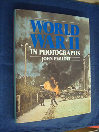 9780748101498: WORLD WAR II: IN PHOTOGRAPHS.