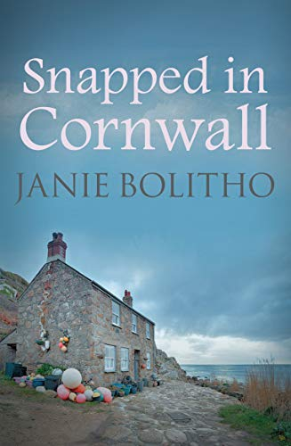 9780749017699: Snapped in Cornwall (Rose Trevelyan Series)
