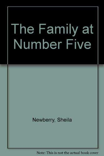 9780750516938: The Family at Number Five