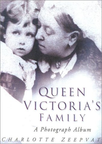 9780750926874: Queen Victoria's Family: A Century of Photographs