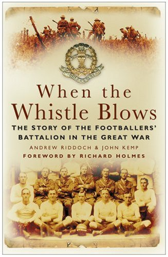 9780750944915: When the Whistle Blows: The Story of the Footballers' Battalion in the Great War