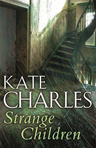 9780751525427: Strange Children