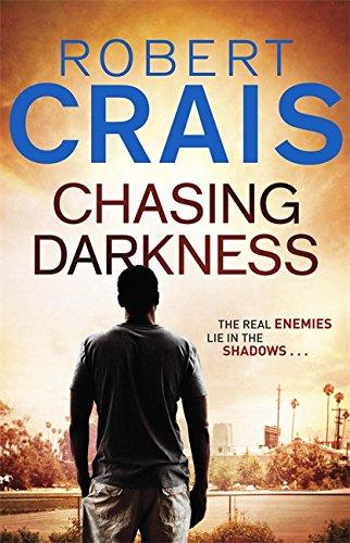 9780752882833: Chasing Darkness