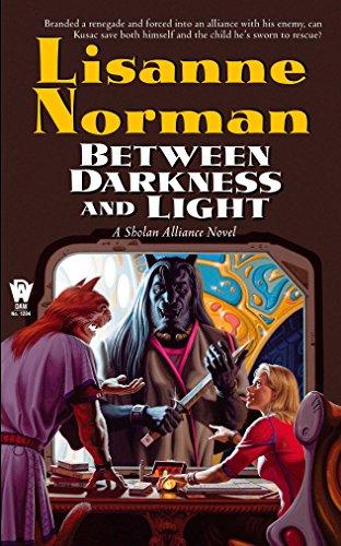 9780756400156: Between Darkness and Light (Sholan Alliance)