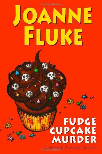 9780758241740: Fudge Cupcake Murder