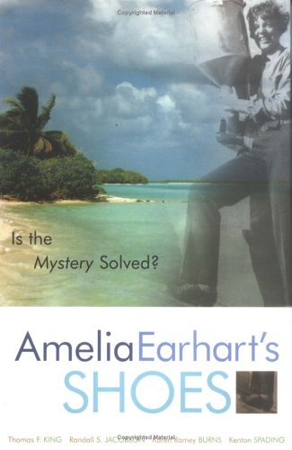 9780759101302: Amelia Earhart's Shoes: Is the Mystery Solved?