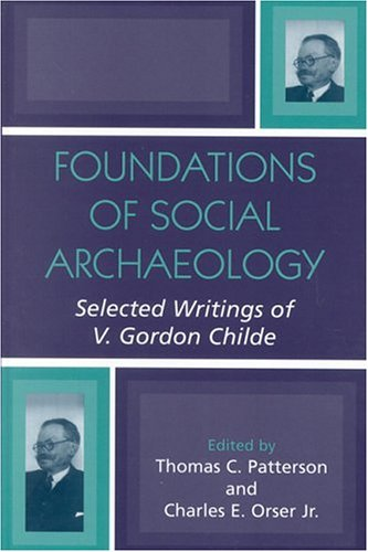 9780759105928: Foundations of Social Archaeology: Selected Writings of V. Gordon Childe
