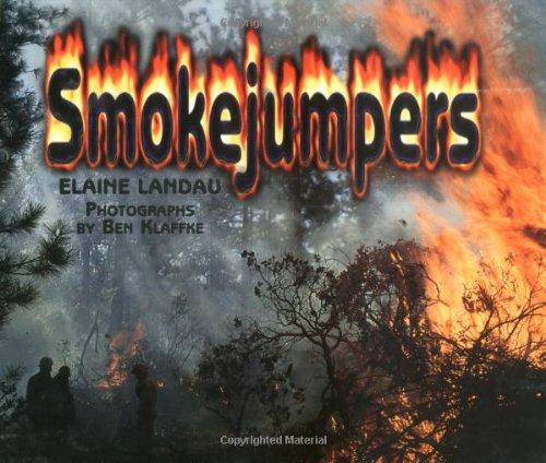 9780761323242: Smokejumpers