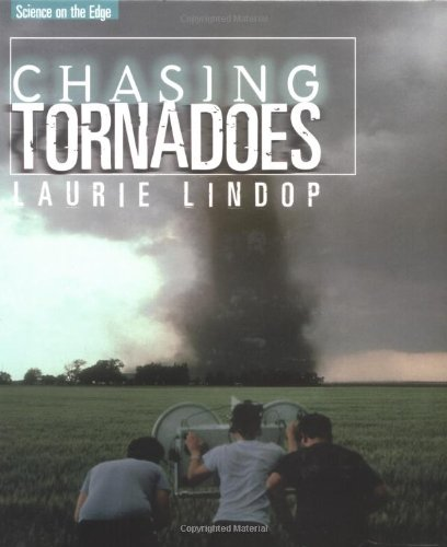 9780761327035: Chasing Tornadoes (Science On The Edge)