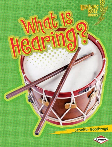 9780761354123: What is Hearing? (Lightning Bolt Books: Your Amazing Senses)