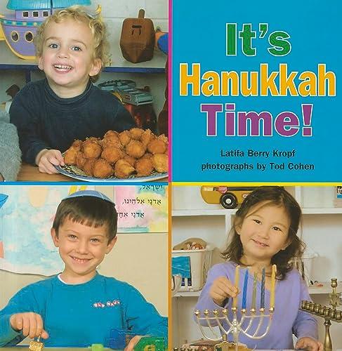9780761383062: It's Hanukkah Time!