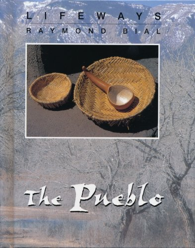 9780761408611: The Pueblo (Lifeways)