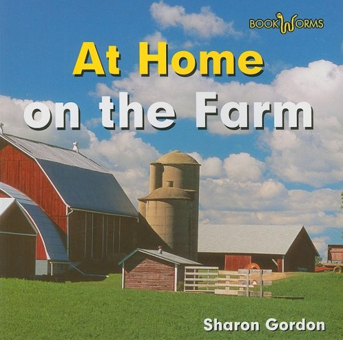 9780761433088: At Home on the Farm (Bookworms: At Home)
