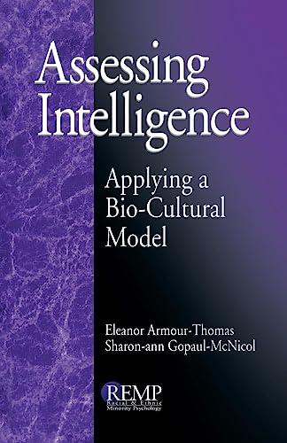 9780761905219: Assessing Intelligence: Applying a Bio-Cultural Model (RACIAL ETHNIC MINORITY PSYCHOLOGY)