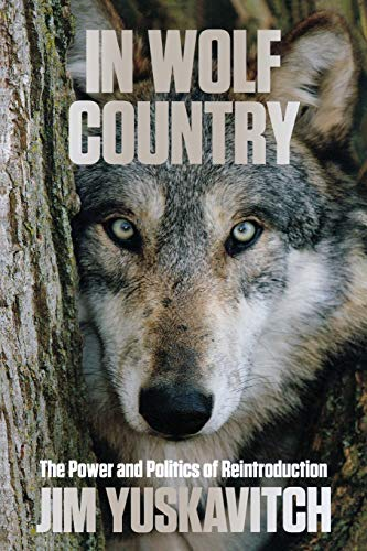 9780762797530: In Wolf Country: The Power and Politics of Reintroduction