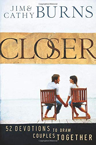 9780764208607: Closer: 52 Devotions to Draw Couples Together