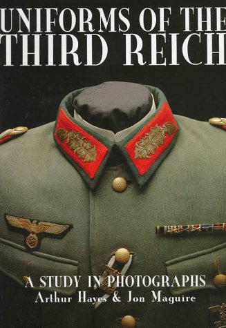 9780764303586: Uniforms of the Third Reich: A Study in Photographs (Schiffer Military History)