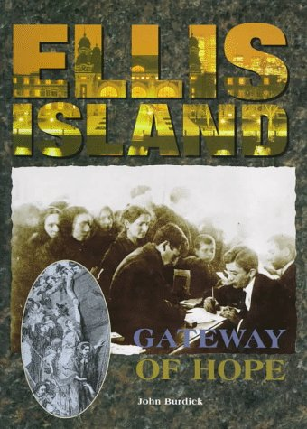 9780765194268: Ellis Island: Gateway of Hope (Landmarks Series)