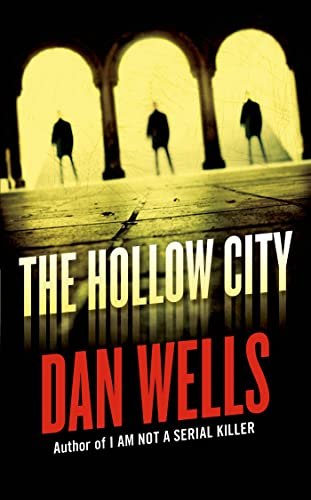 9780765368713: The Hollow City