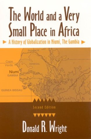 9780765610072: The World and a Very Small Place in Africa: A History of Globalization in Niumi, the Gambia, Second Edition (Sources and Studies in World History)