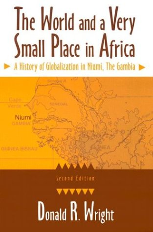 9780765610089: The World and a Very Small Place in Africa: A History of Globalization in Niumi, the Gambia, Second Edition (Sources and Studies in World History)
