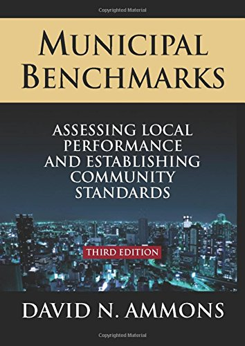 9780765626608: Municipal Benchmarks: Assessing Local Perfomance and Establishing Community Standards