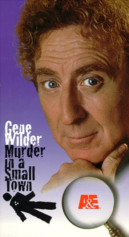 9780767015431: Murder in a Small Town [VHS]