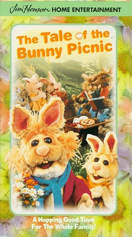 9780767829007: The Tale of the Bunny Picnic [VHS]