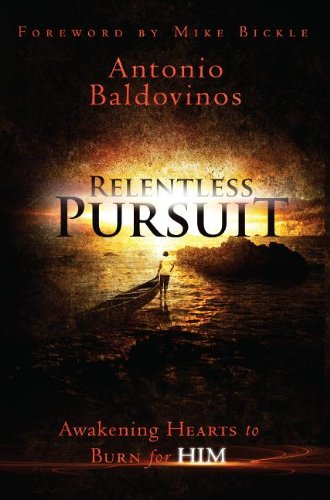 9780768403442: Relentless Pursuit: Awakening Hearts to Burn for Him