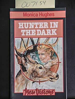 9780772516930: Hunter In The Dark