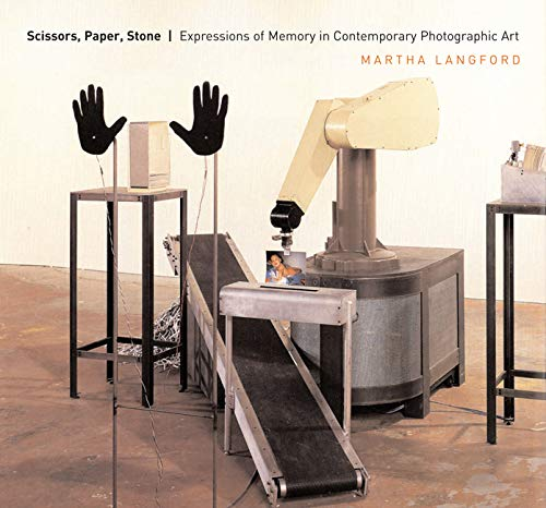 Scissors, Paper, Stone : Expressions of Memory in Contemporary Photographic Art
