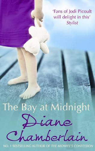 9780778303640: The Bay at Midnight