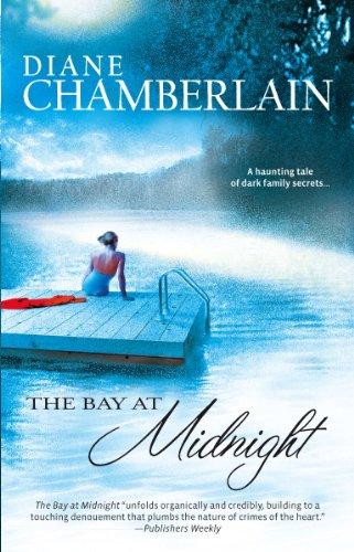 9780778323419: The Bay at Midnight