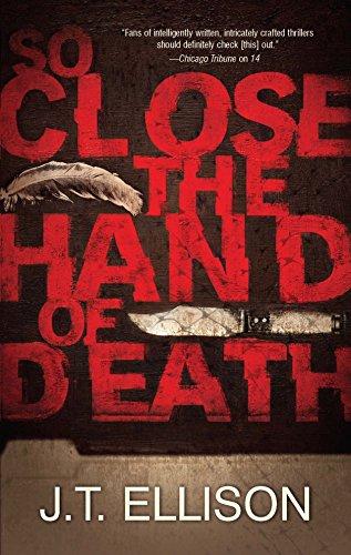 9780778329435: So Close the Hand of Death (A Taylor Jackson Novel)