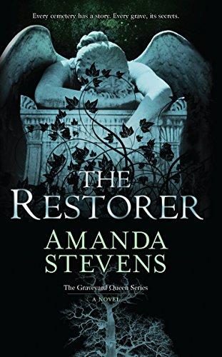 9780778329817: The Restorer (The Graveyard Queen)