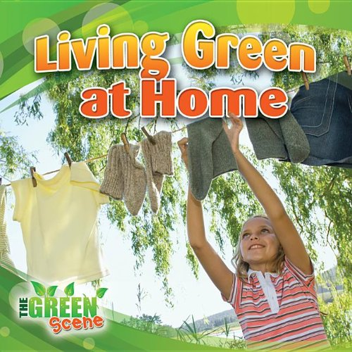 9780778702856: Living Green at Home (The Green Scene)