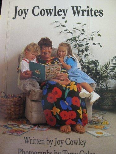 9780780251915: Joy Cowley Writes (Sunshine fact & fantasy)