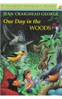 9780780753761: One Day in the Woods (Trophy Chapter Book)