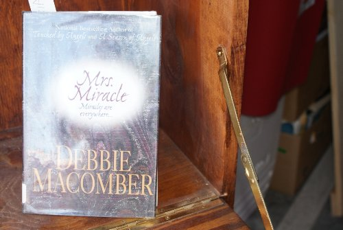 Mrs. Miracle (G K Hall Large Print Book Series) (9780783803180) by Macomber, Debbie