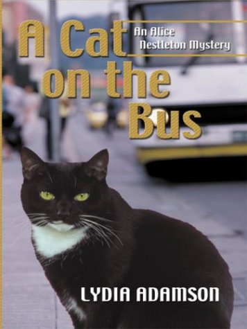 9780786251209: A Cat on the Bus (Thorndike Press Large Print Mystery Series)