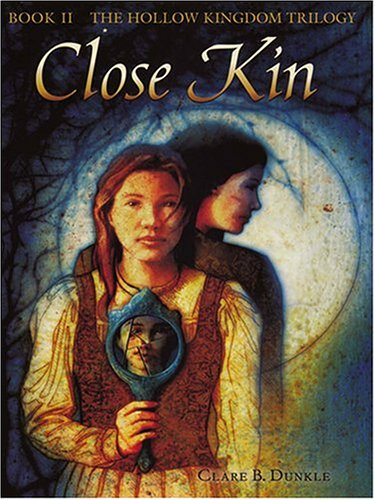 9780786267637: Close Kin (Thorndike Press Large Print Literacy Bridge Series)
