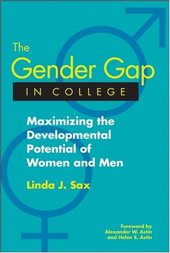 9780787965754: The Gender Gap in College: Maximizing the Developmental Potential of Women and Men