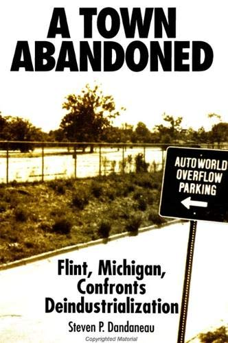 9780791428771: A Town Abandoned: Flint, Michigan, Confronts Deindustrialization (Suny Series in Popular Culture and Political Change)